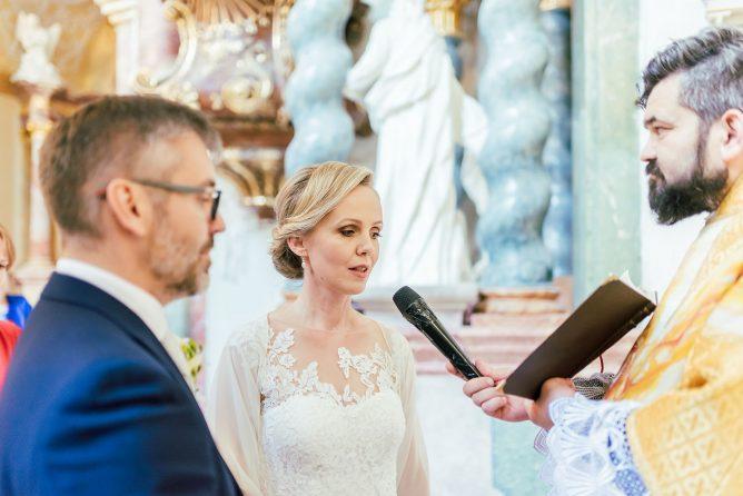 fotograf-s-citom-obrucky-medzinarodna-svadba